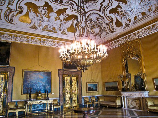 800px-Napoli_-_Palazzo_Reale7
