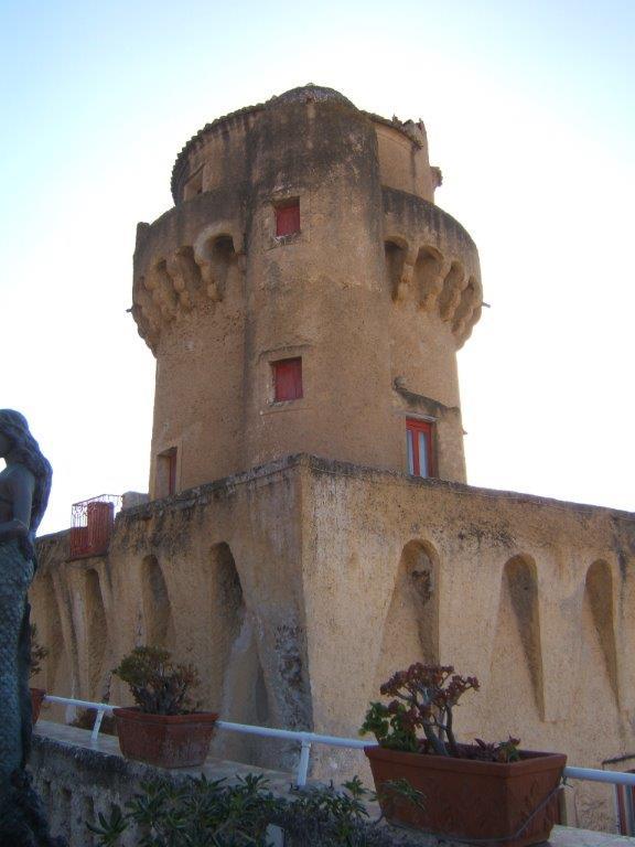 Torre-Perrotti-con-terrazza-1