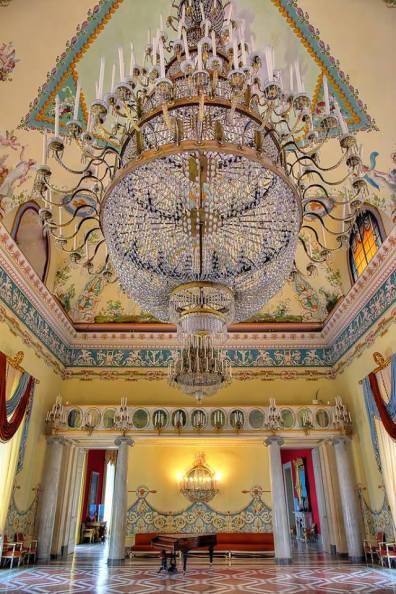 La sala da ballo Capodimonte