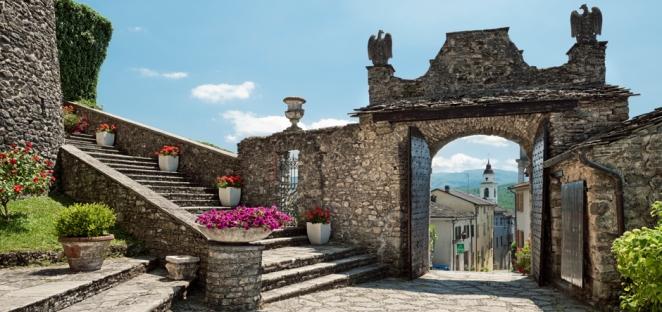 hp-940x444-castello_ingresso