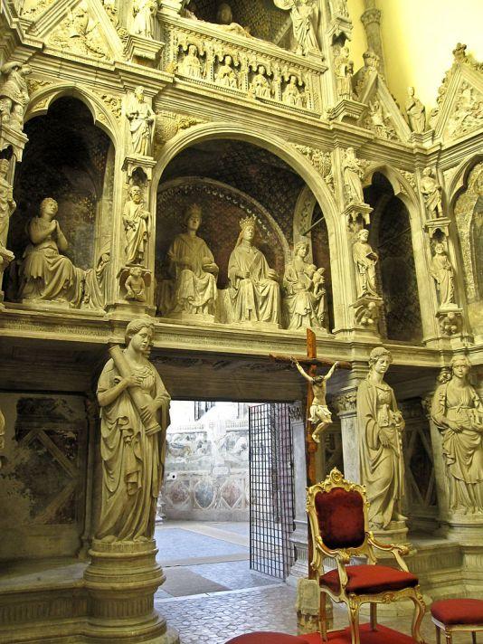 Napoli_-_Chiesa_di_San_Giovanni_a_Carbonara18