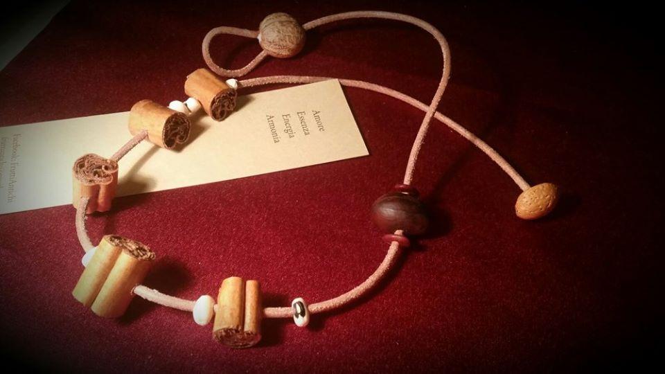 Linea Speziale, collana naturale alla Cannella (Cinnamonum verum).jpg
