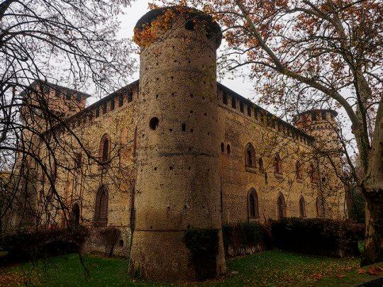 Castle of Grazzano Visconti3.jpg
