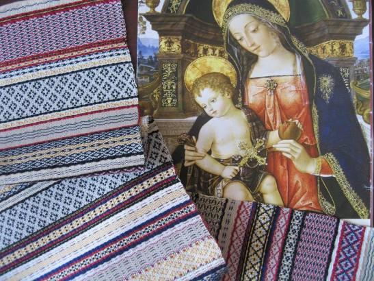 Riproduzione del panno che cinge Gesù Bambino, da dipinto del Pinturicchio, a cura di Marta Cucchia.