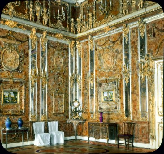 Pushkin (Tsarskoe Selo). Catherine Palace (destroyed in World War II): interior, Amber Room