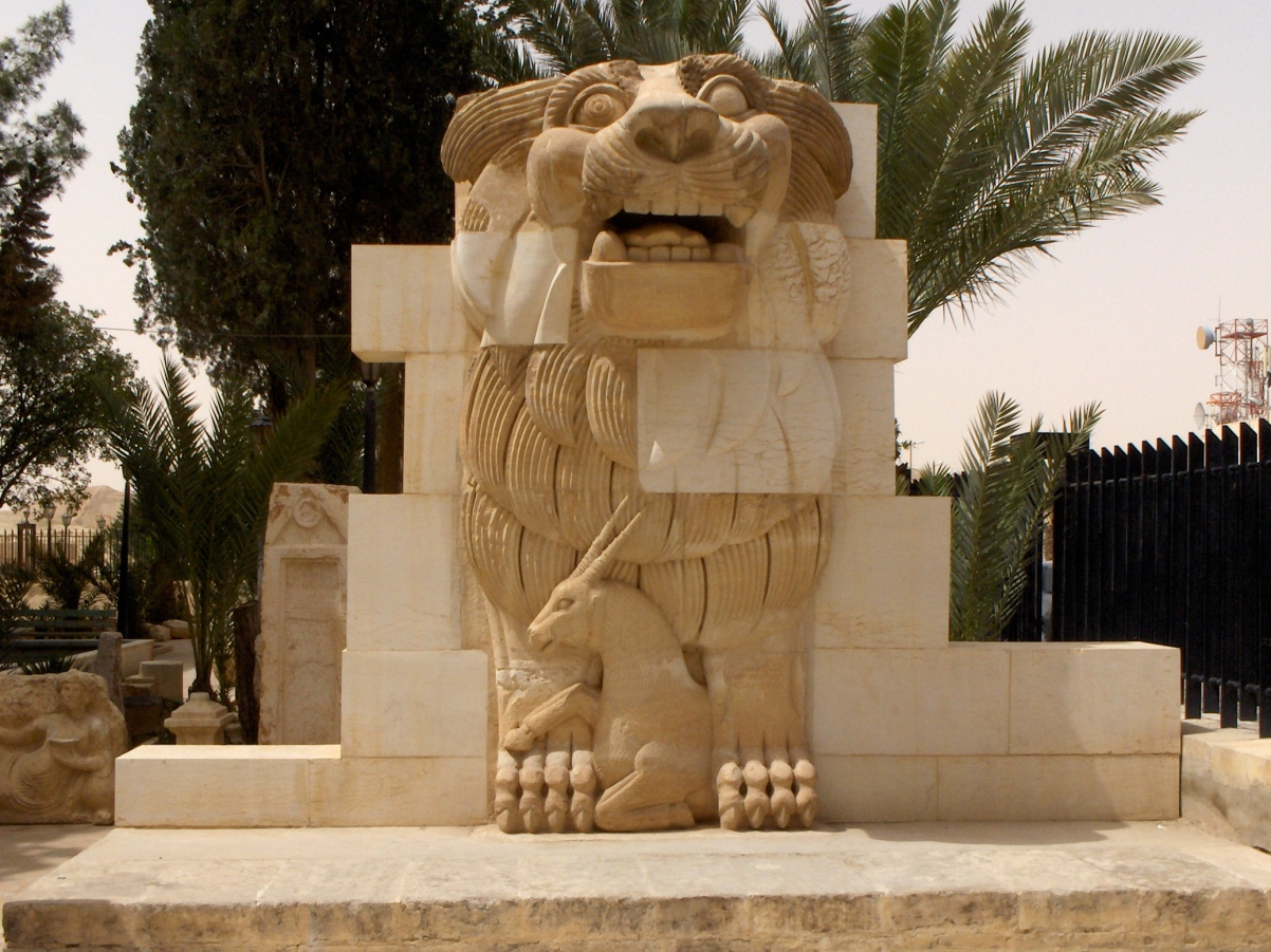 Lion_in_the_garden_of_Palmyra_Archeological_Museum,_2010-04-21.jpg