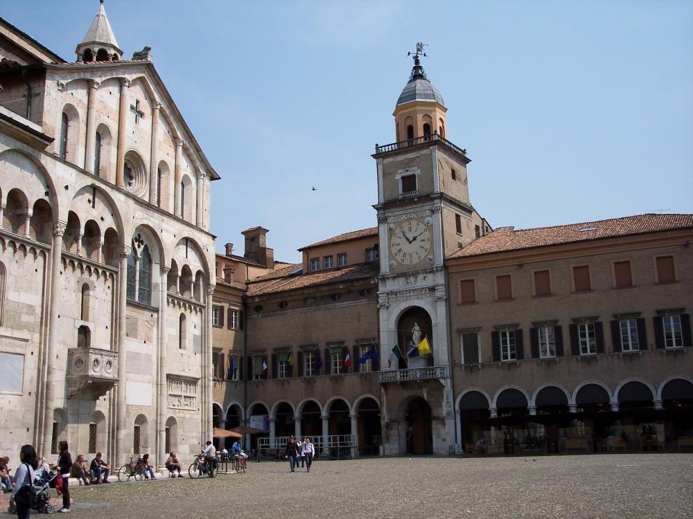 Modena_Palazzo_Comunale_e_Duomo