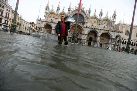 Maltempo: Venezia aspetta super-acqua alta, previsti 150 cm