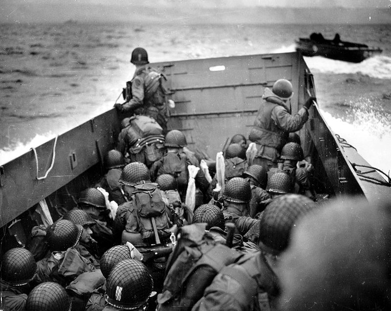 800px-Omaha_Beach_Landing_Craft_Approaches